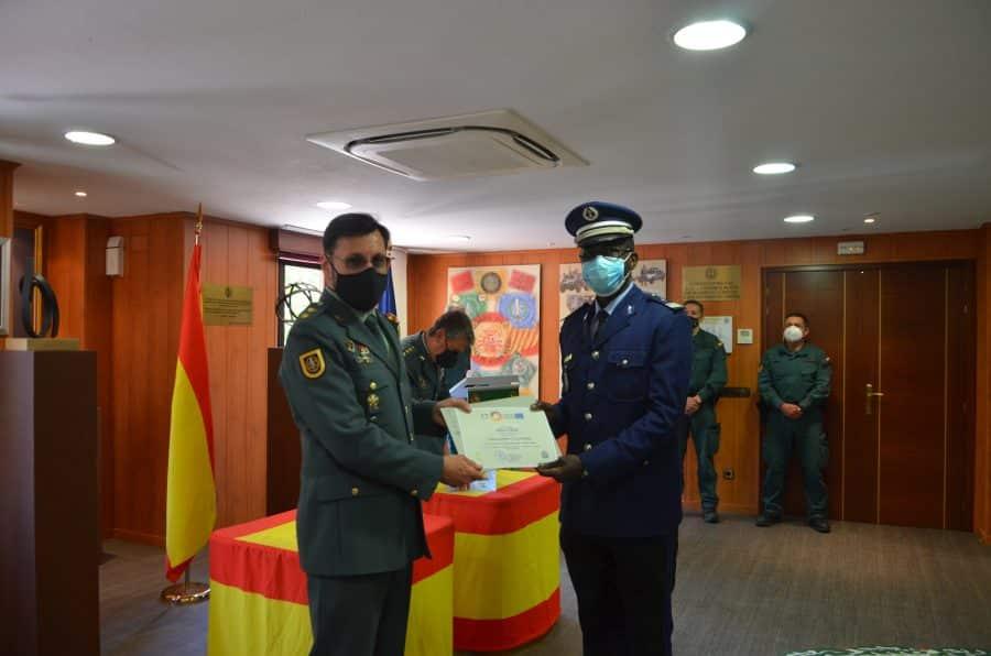 Policías locales de Haro reciben sus diplomas del Curso de Intervención Operativa de la Guardia Civil 4