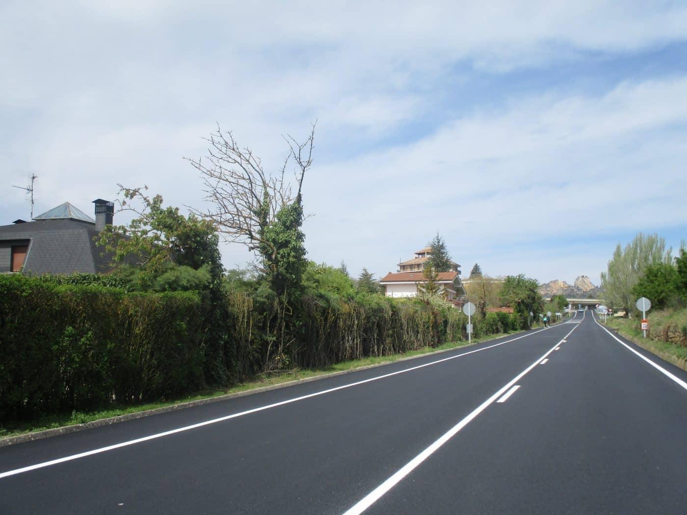 Finalizan las obras de refuerzo de firme de la carretera LR-124 en Briñas 1