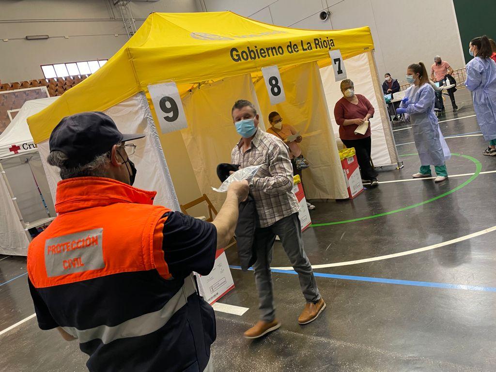 Más de 1.300 personas de 55 a 59 años reciben en Haro la vacuna contra la COVID 9
