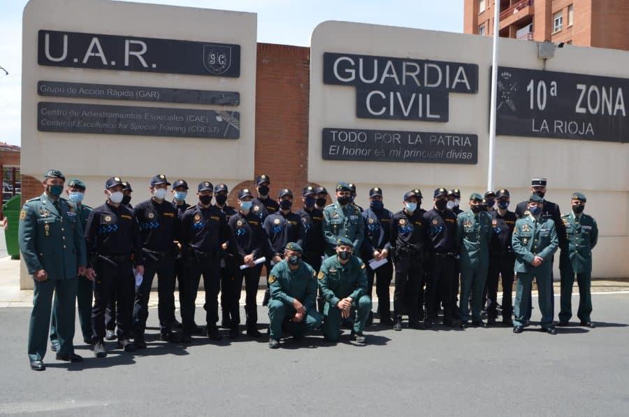 Policías locales de Haro reciben sus diplomas del Curso de Intervención Operativa de la Guardia Civil 2