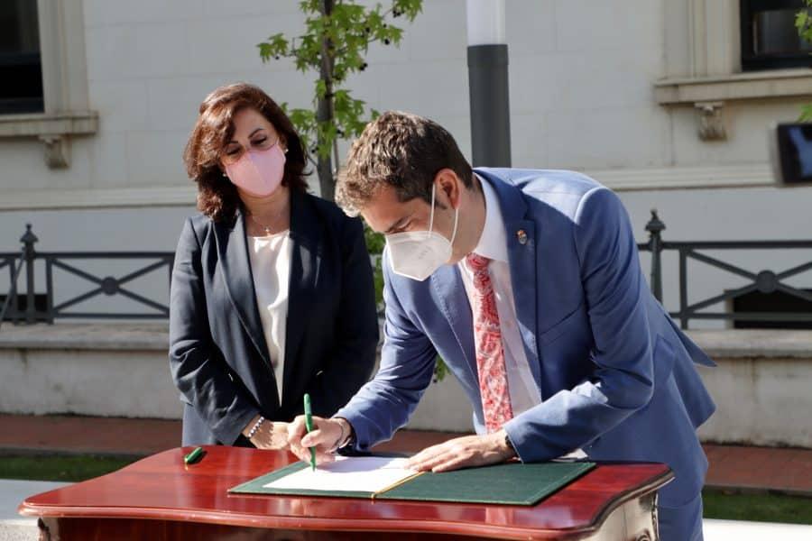 Haro firma el convenio de cabeceras de comarca por el que percibirá más de 450.000 euros 2