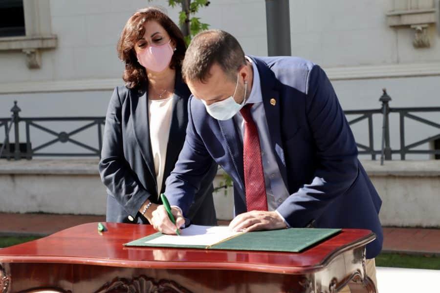 Haro firma el convenio de cabeceras de comarca por el que percibirá más de 450.000 euros 1