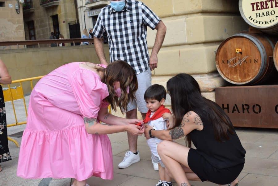 64 niños y niñas de Haro reciben su primer pañuelo de fiestas 38