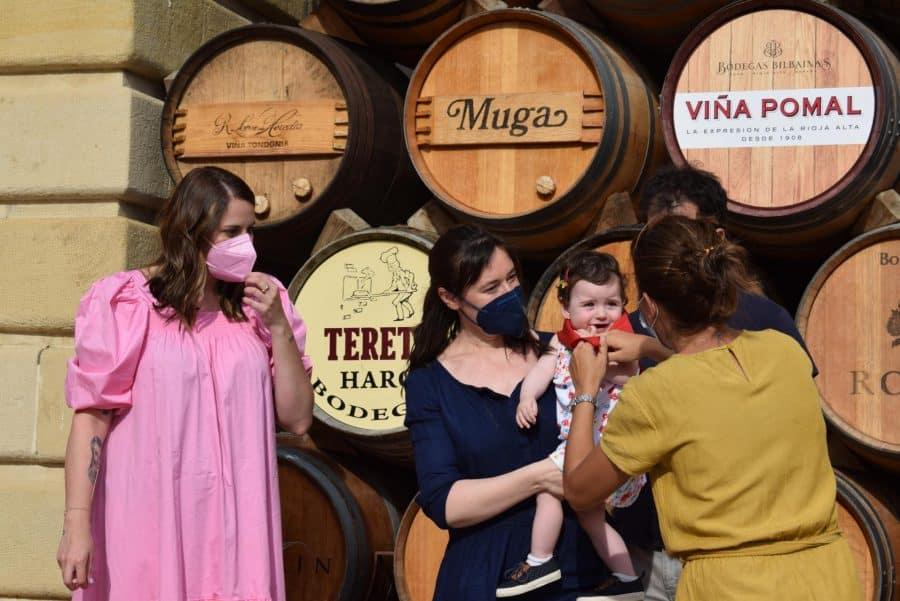 64 niños y niñas de Haro reciben su primer pañuelo de fiestas 4