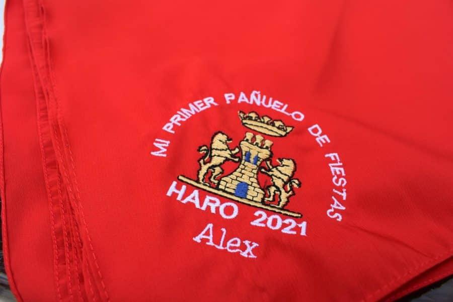 64 niños y niñas de Haro reciben su primer pañuelo de fiestas 45