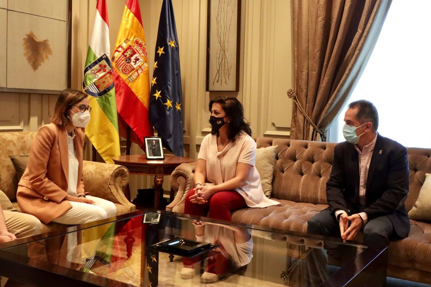 Andreu recibe a Laura García, fisioterapeuta de la UDL que reanimó a un futbolista en parada cardiorrespiratoria 3
