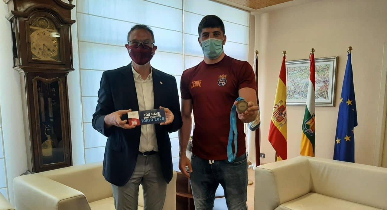 Antoñanzas recibe al boxeador riojano Gazi Jalidov, que disputará los Juegos Olímpicos de Tokio 1