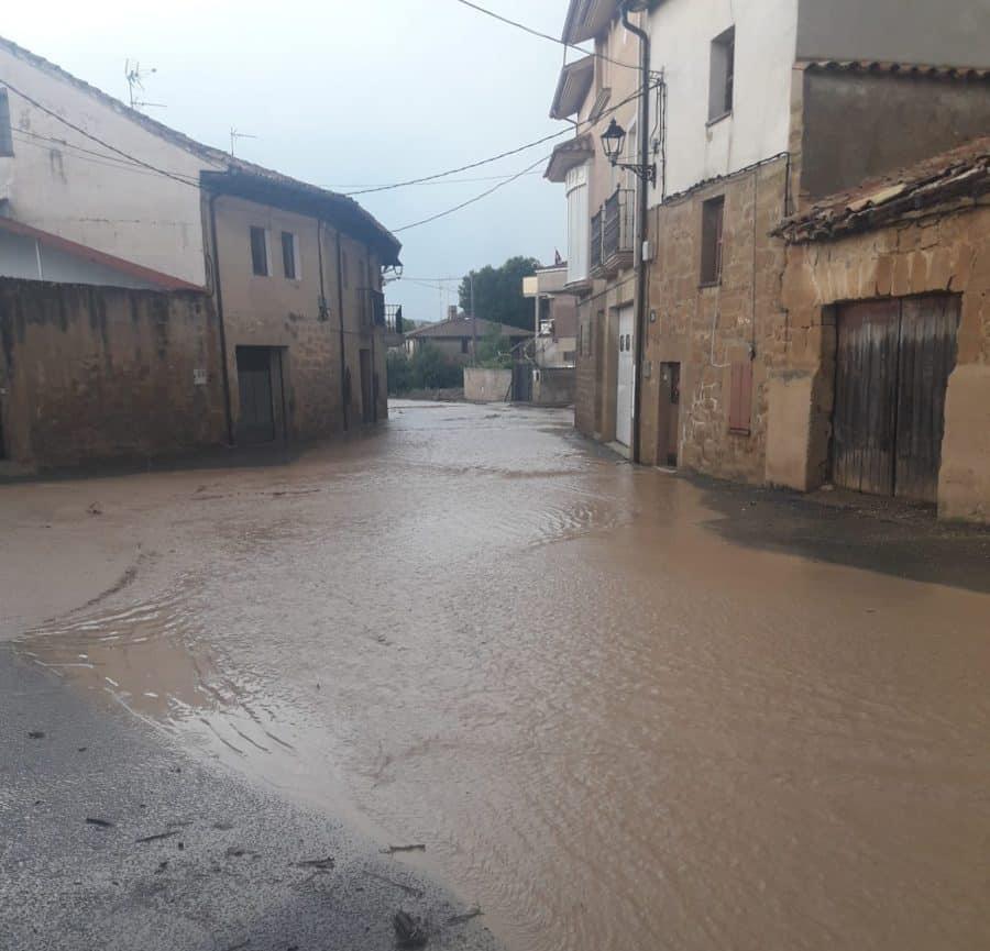 Cortan la LR-313 en Ollauri tras desbordarse el Arroyo de las Fuentes 2