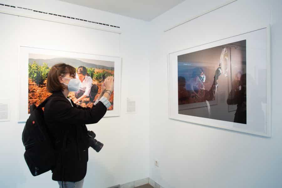 El Museo de La Rioja acoge una exposición con las mejores fotografías del año de la pandemia 11