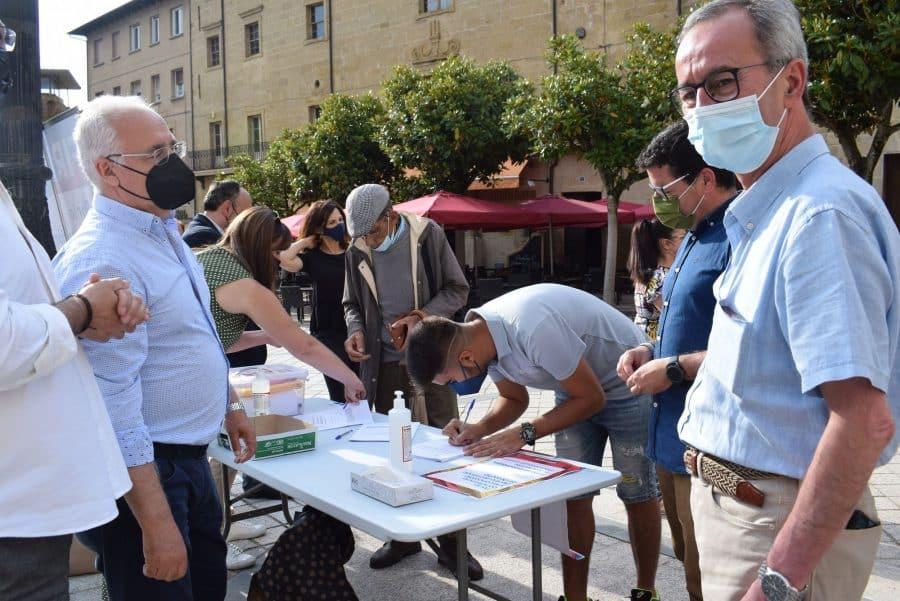 El PP de La Rioja recoge firmas en Haro contra los indultos 1