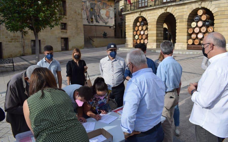 El PP de La Rioja recoge firmas en Haro contra los indultos 3