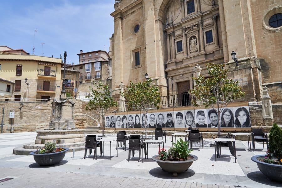 La Escuela Pública de Labastida invade la localidad con una galería de fotografías al aire libre 12