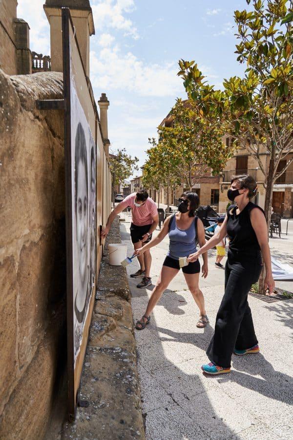 La Escuela Pública de Labastida invade la localidad con una galería de fotografías al aire libre 1