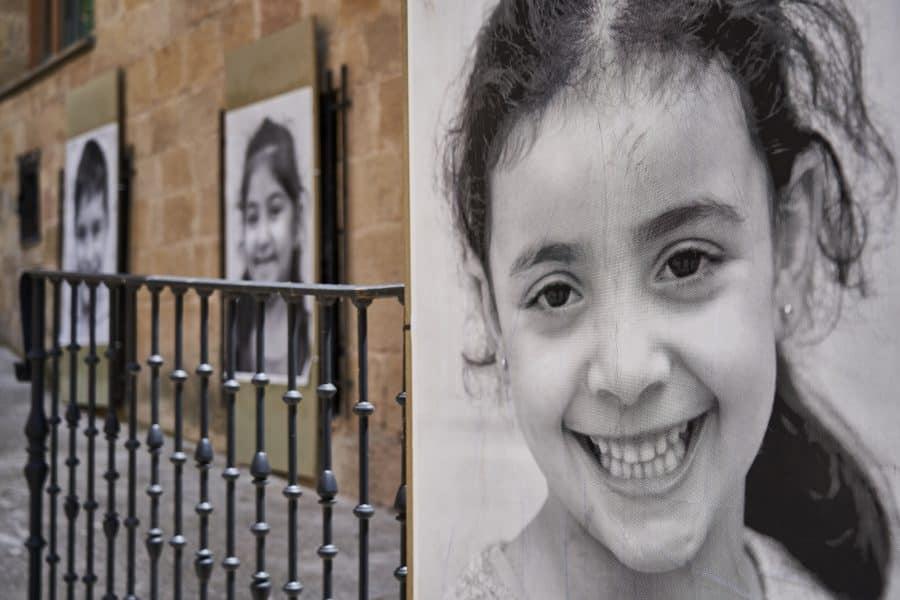 La Escuela Pública de Labastida invade la localidad con una galería de fotografías al aire libre 11