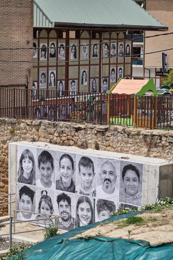 La Escuela Pública de Labastida invade la localidad con una galería de fotografías al aire libre 3