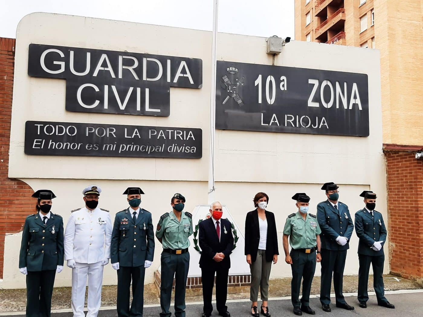La Guardia Civil condecora a Fernando Reinares, presidente de Cruz Roja en La Rioja 3