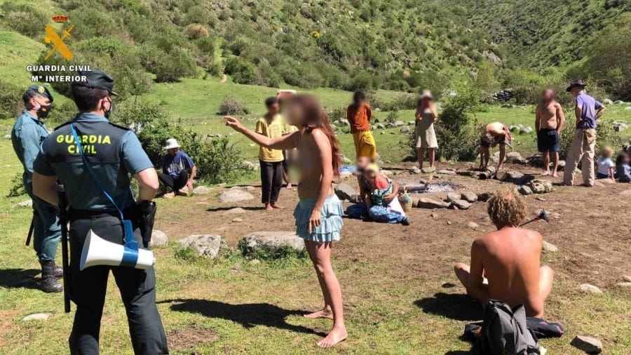 La Guardia Civil levanta 76 denuncias a los 'hipppies' acampados en el valle del Portilla 9