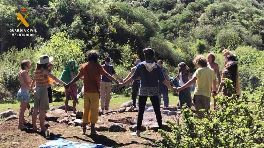 La Guardia Civil levanta 76 denuncias a los 'hipppies' acampados en el valle del Portilla 8
