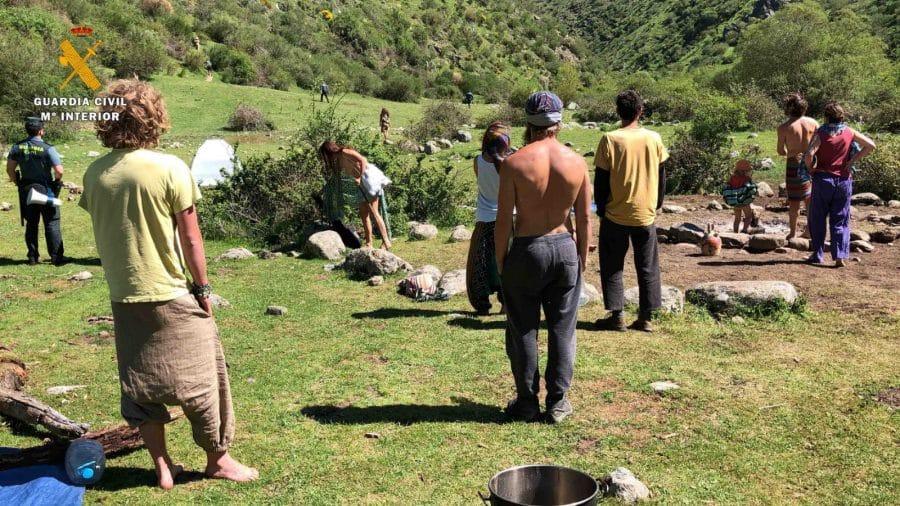 La Guardia Civil levanta 76 denuncias a los 'hipppies' acampados en el valle del Portilla 7