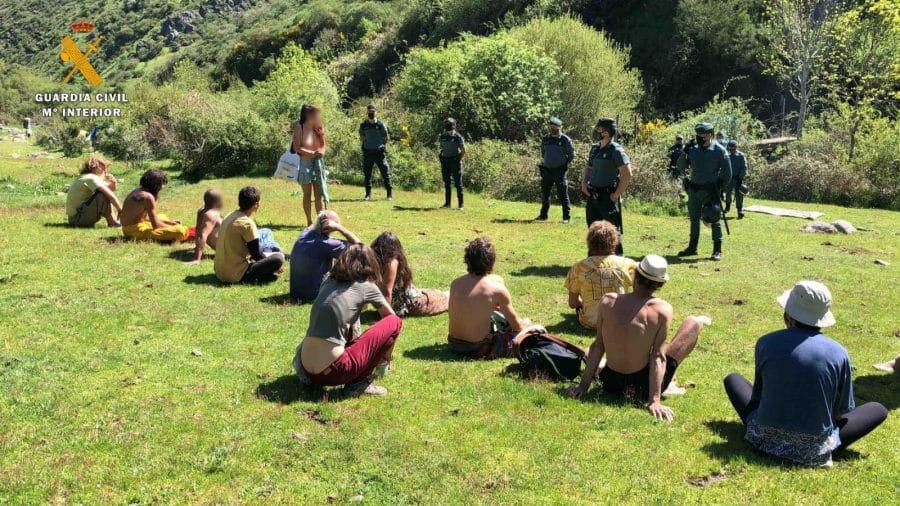 La Guardia Civil levanta 76 denuncias a los 'hipppies' acampados en el valle del Portilla 6