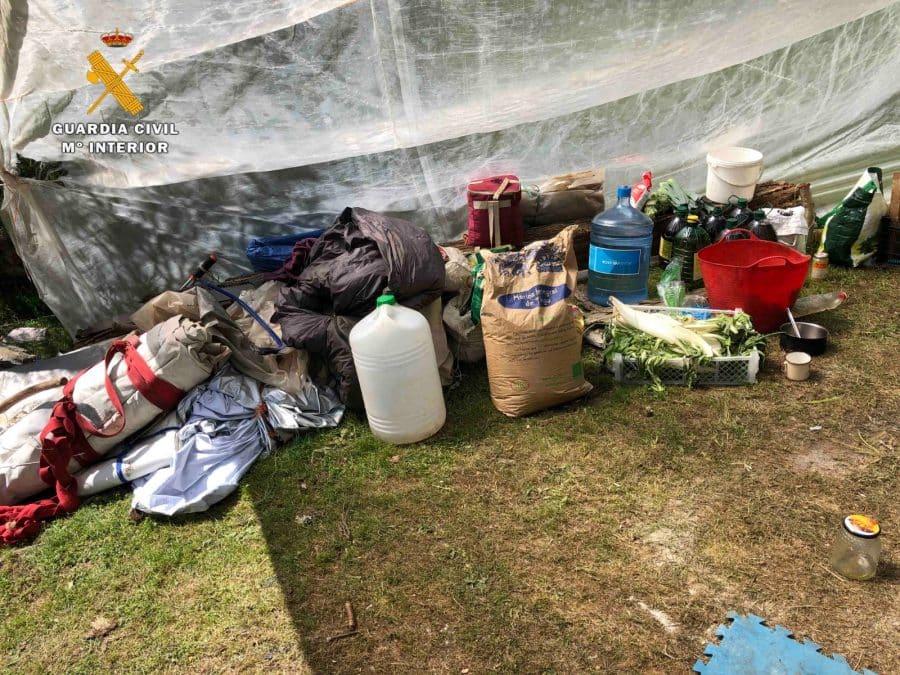 La Guardia Civil levanta 76 denuncias a los 'hipppies' acampados en el valle del Portilla 15