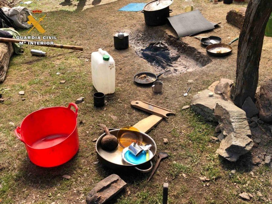 La Guardia Civil levanta 76 denuncias a los 'hipppies' acampados en el valle del Portilla 13
