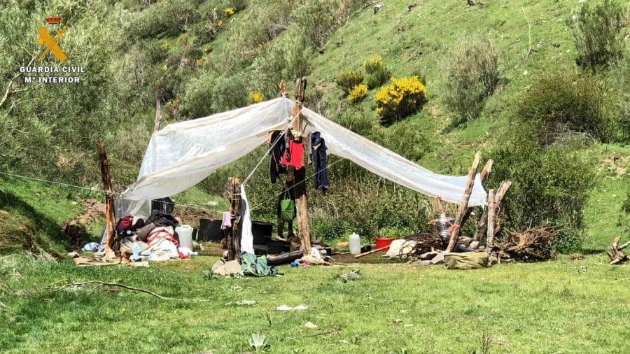 La Guardia Civil levanta 76 denuncias a los 'hipppies' acampados en el valle del Portilla 11