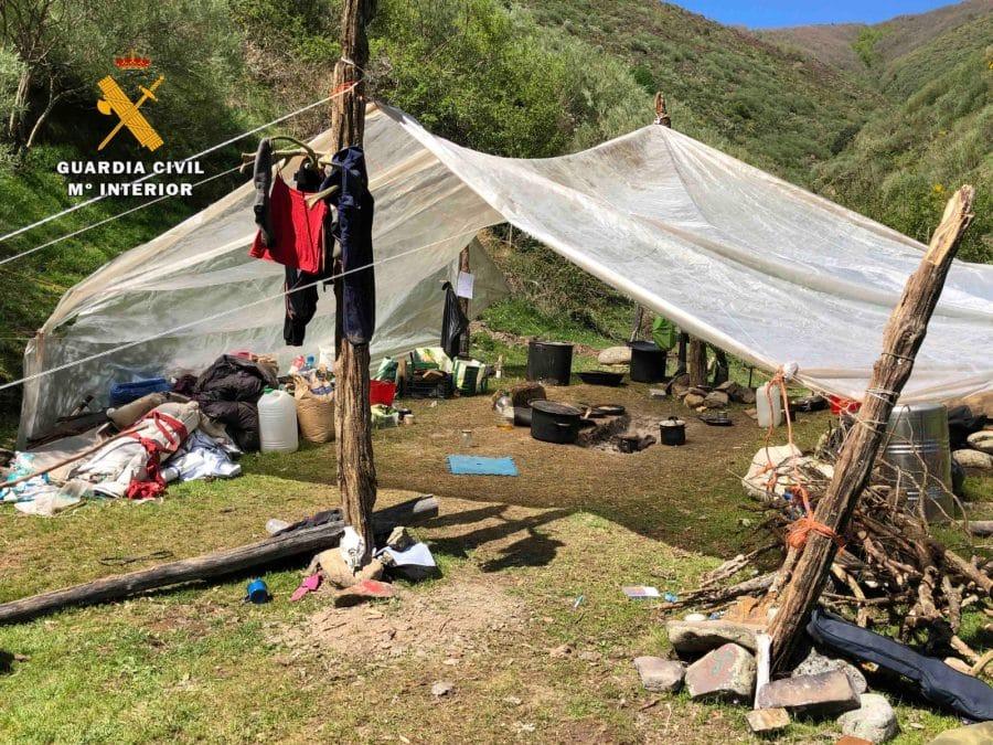 La Guardia Civil levanta 76 denuncias a los 'hipppies' acampados en el valle del Portilla 19