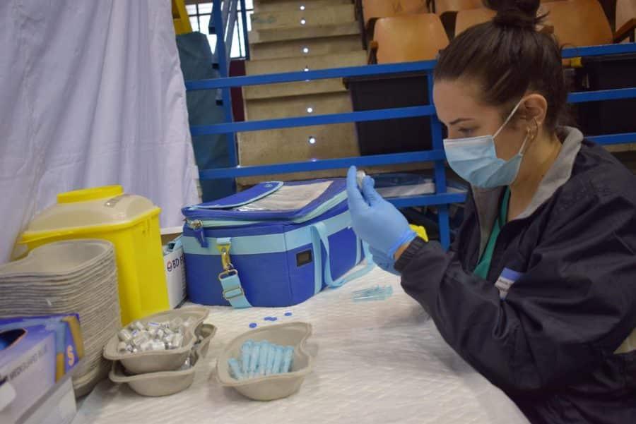 Unos 1.400 riojanos reciben la monodosis de Janssen en Haro 12