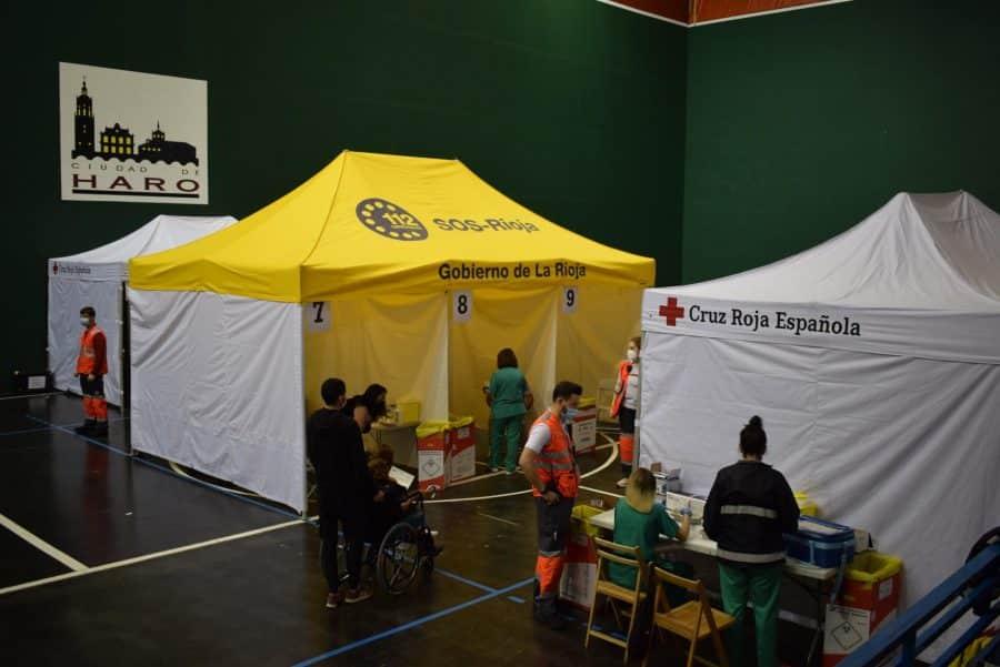 Unos 1.400 riojanos reciben la monodosis de Janssen en Haro 16