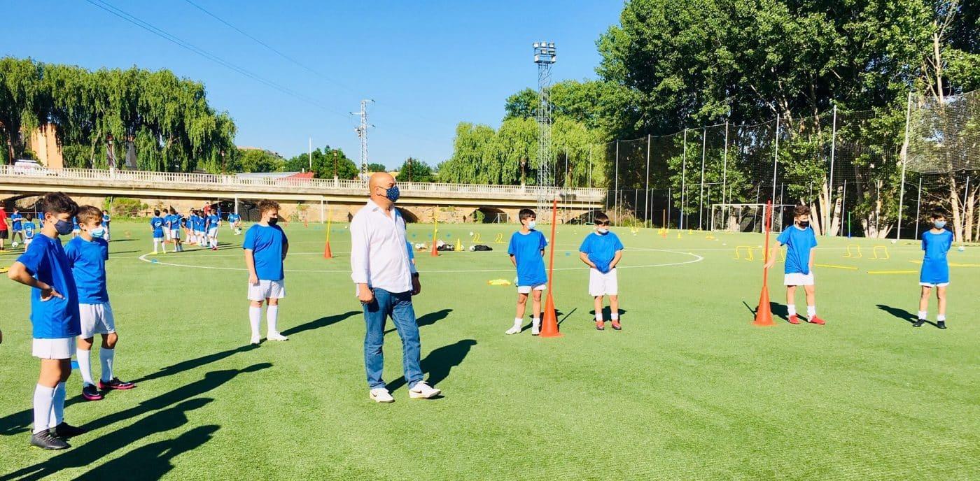 Cerca de 80 niños disfrutan en Haro del campus 'Aprende Jugando' del Haro Sport Club 2