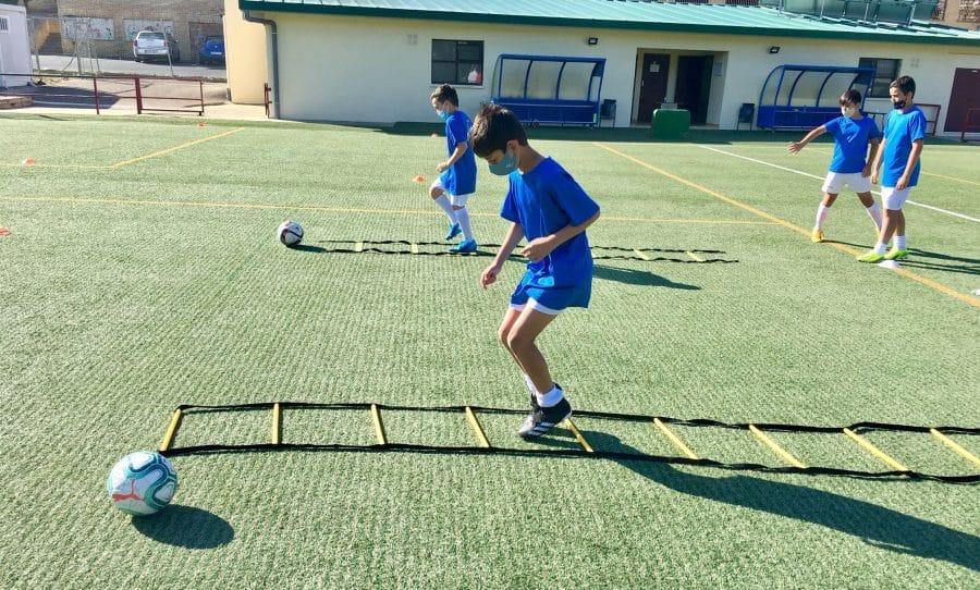 Cerca de 80 niños disfrutan en Haro del campus 'Aprende Jugando' del Haro Sport Club 3
