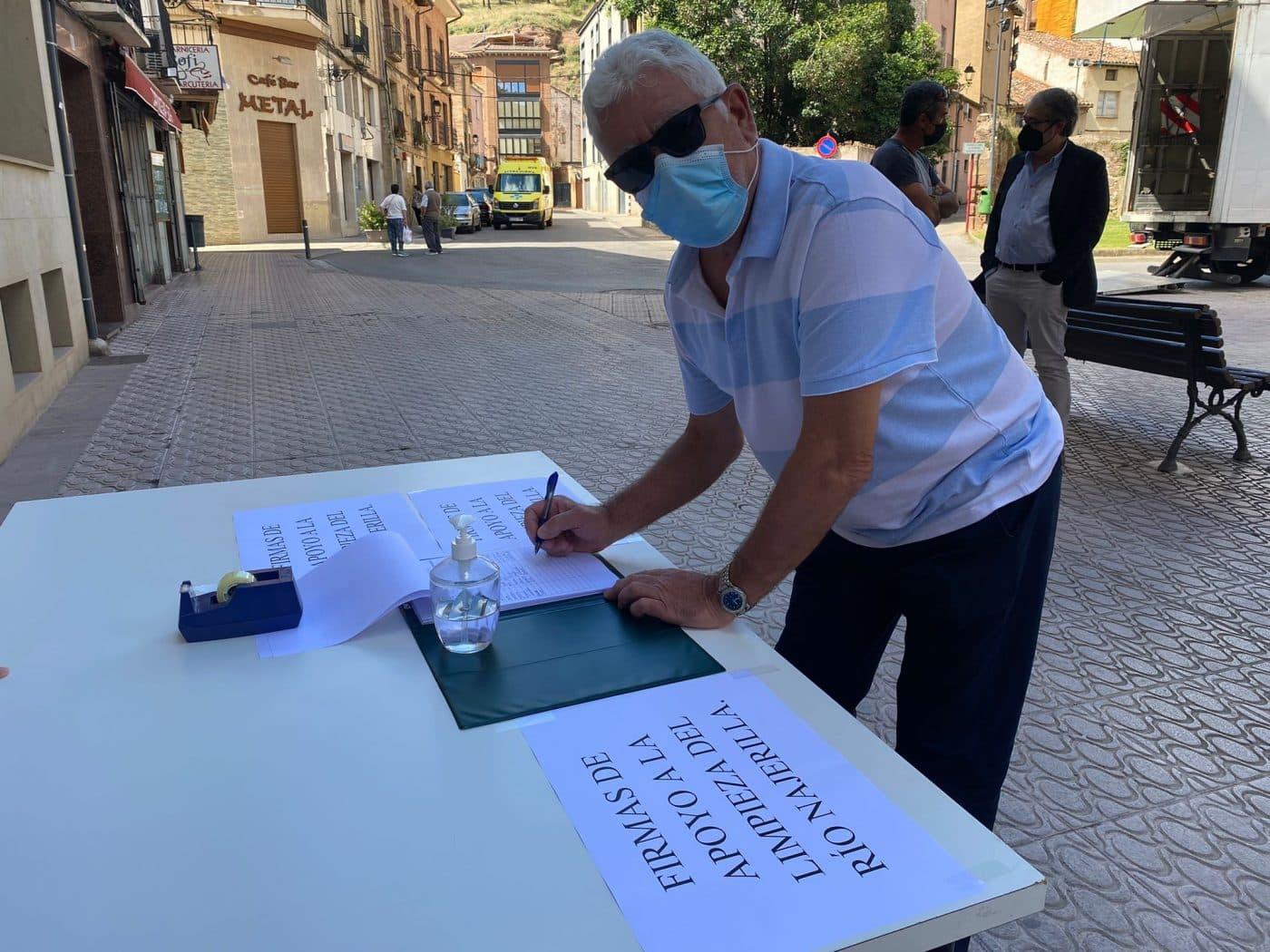 Nájera recoge firmas para que el Gobierno riojano permita la limpieza del Najerilla 1