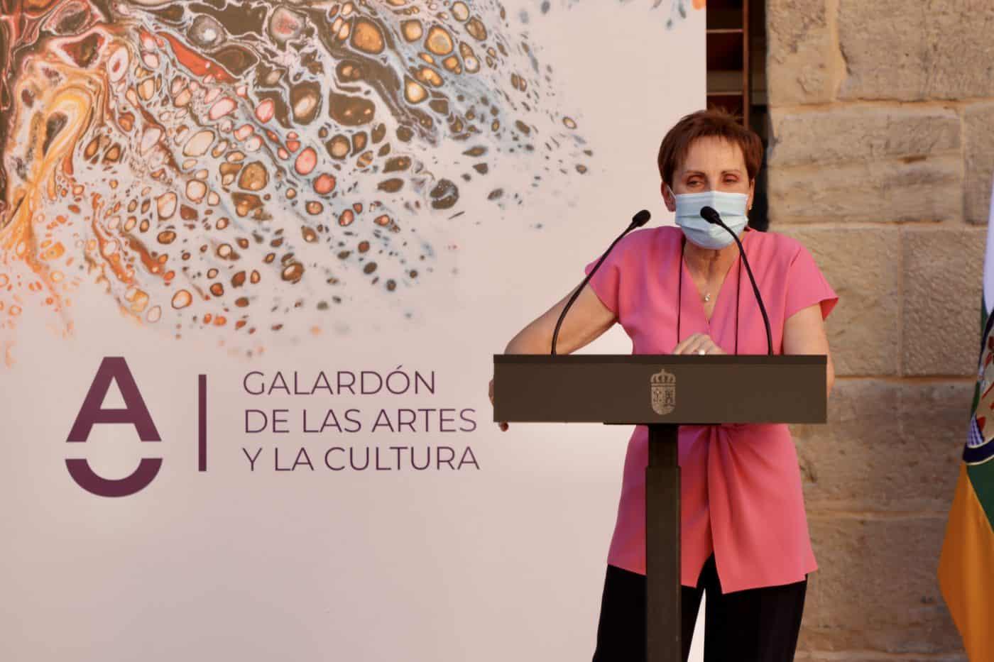 Micaela Pérez Saénz recibe el Galardón de las Artes y la Cultura de La Rioja 1