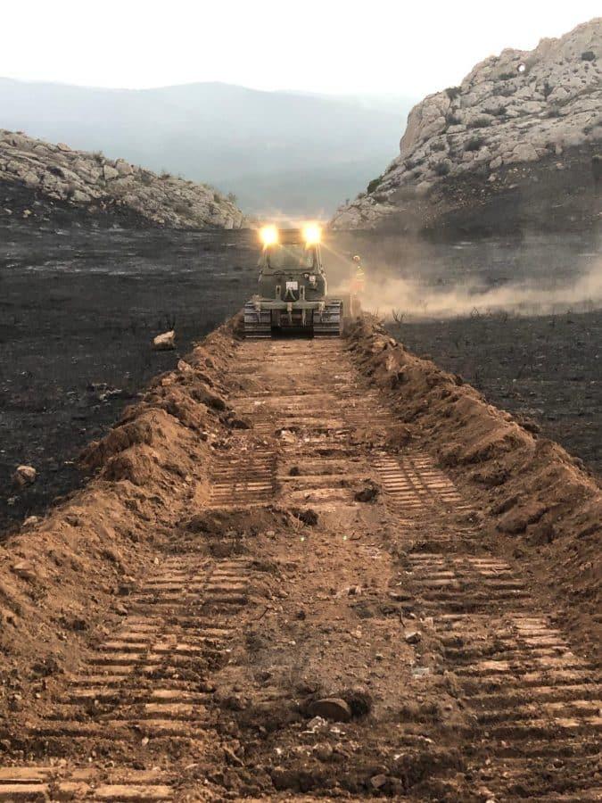 Casi 140 profesionales siguen con las labores de extinción del incendio en el monte de Yerga 2