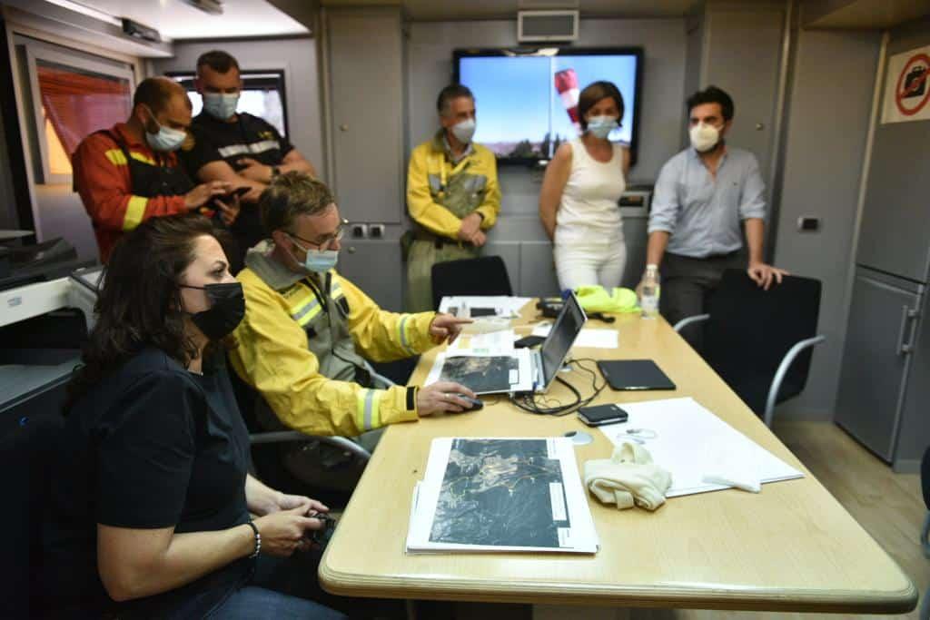 Casi 140 profesionales siguen con las labores de extinción del incendio en el monte de Yerga 7