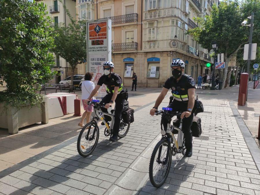 Una patrulla de 'bicipolis' detiene a dos personas por tráfico de drogas en el centro de Logroño 1