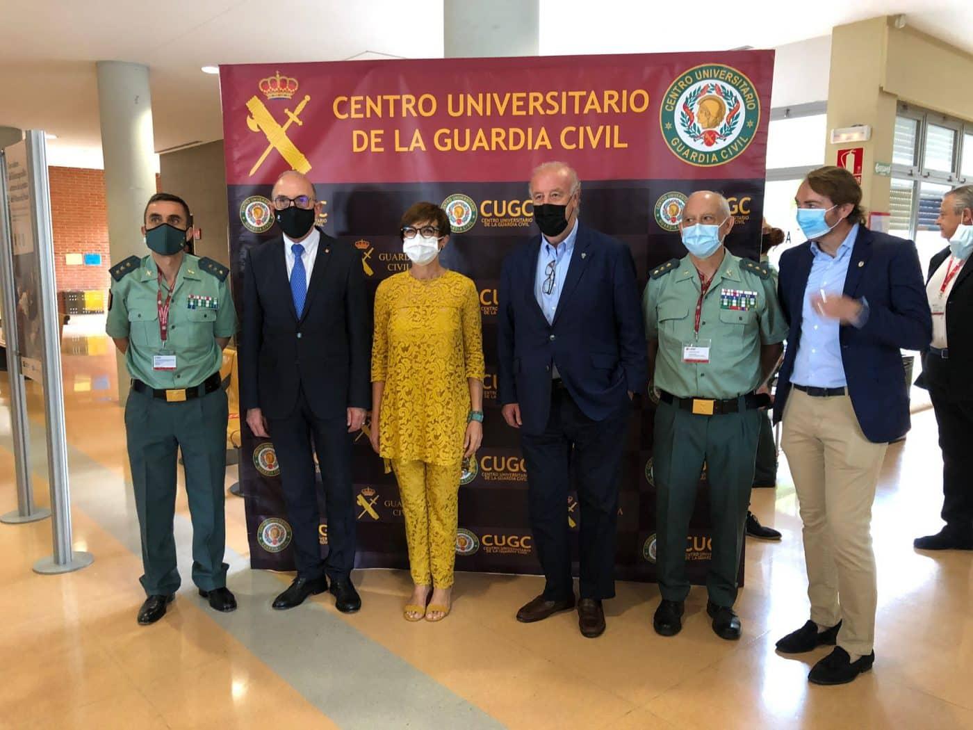 El Curso de Verano Inteligencia y Seguridad de la Guardia Civil aporta 4.058 euros al Banco de Alimentos de La Rioja 4