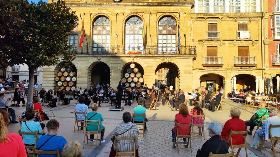 La Banda de Música de Haro homenajea a dos de sus componentes más veteranos: Pedro Rosales y Luis Fernández 1