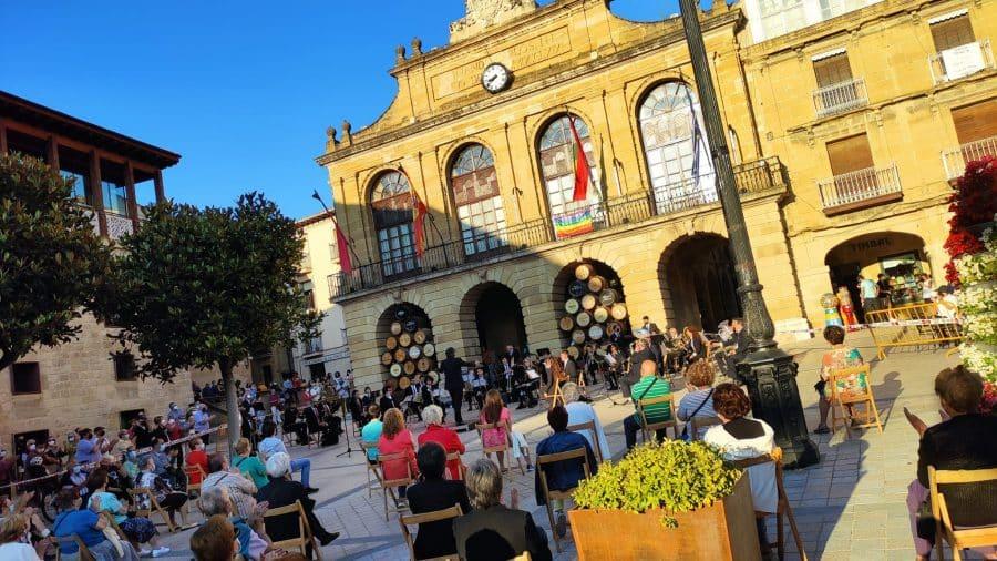 La Banda de Música de Haro homenajea a dos de sus componentes más veteranos: Pedro Rosales y Luis Fernández 5