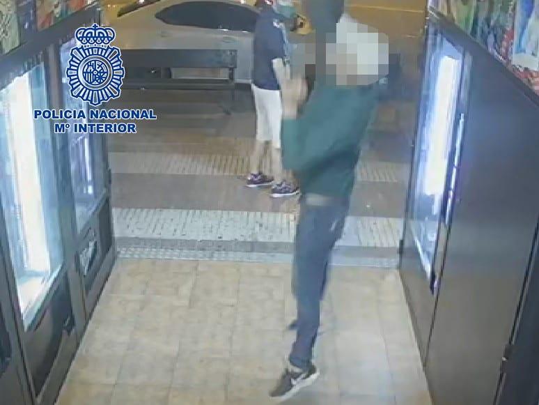La Policía detiene a cinco jóvenes especializados en robos con fuerza en tiendas 'vending' de Logroño 1