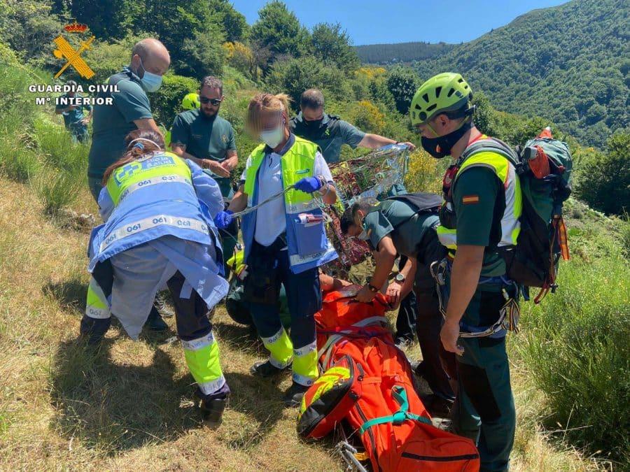 Las imágenes del rescate de un senderista en la zona de Ezcaray 1