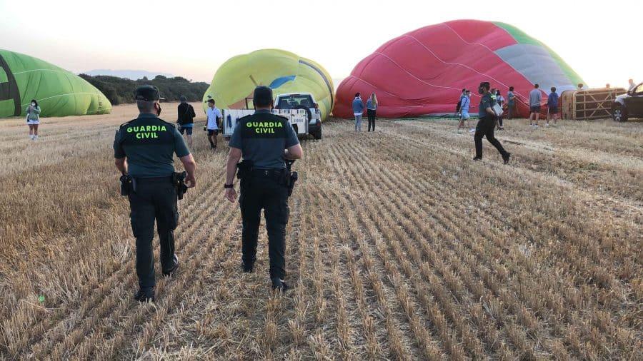 El equipo Pegaso de la Guardia Civil intercepta dos paramotores durante la Regata de Globos de Haro 4