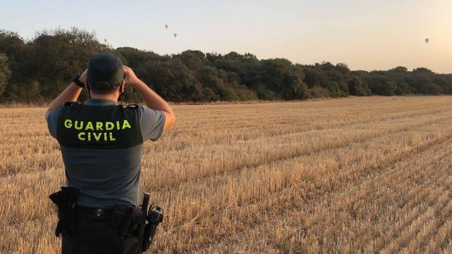 El equipo Pegaso de la Guardia Civil intercepta dos paramotores durante la Regata de Globos de Haro 3