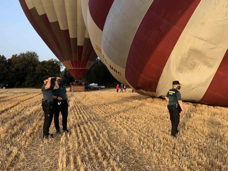 El equipo Pegaso de la Guardia Civil intercepta dos paramotores durante la Regata de Globos de Haro 2