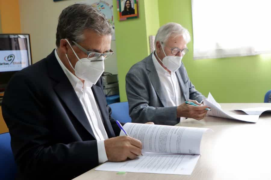 Gobierno riojano y Cáritas Chavicar firman en Santo Domingo un convenio para un programa de inclusión social 1