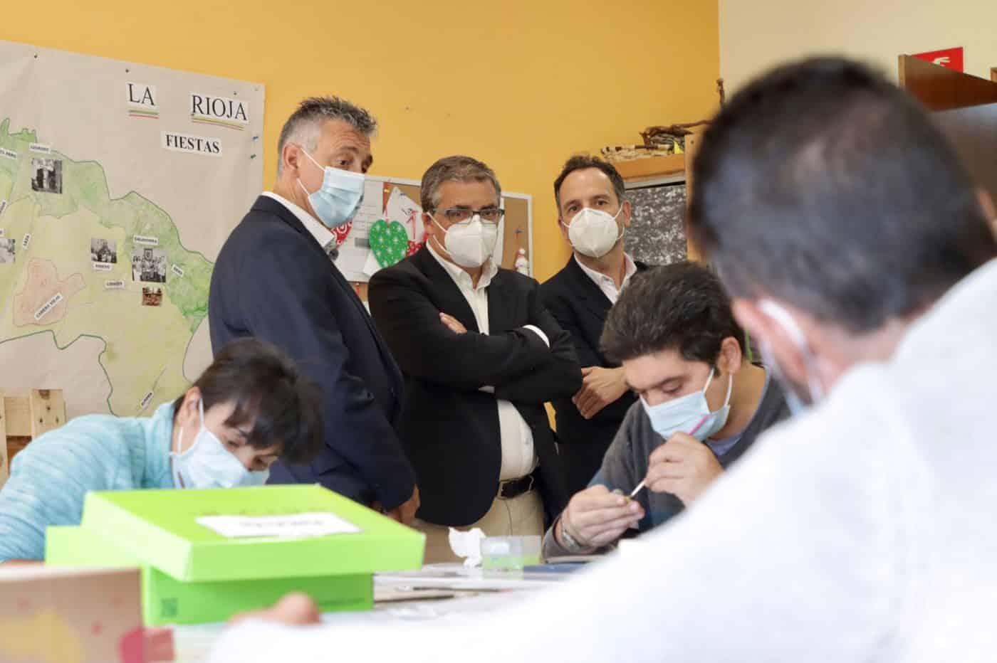 Gobierno riojano y Cáritas Chavicar firman en Santo Domingo un convenio para un programa de inclusión social 4