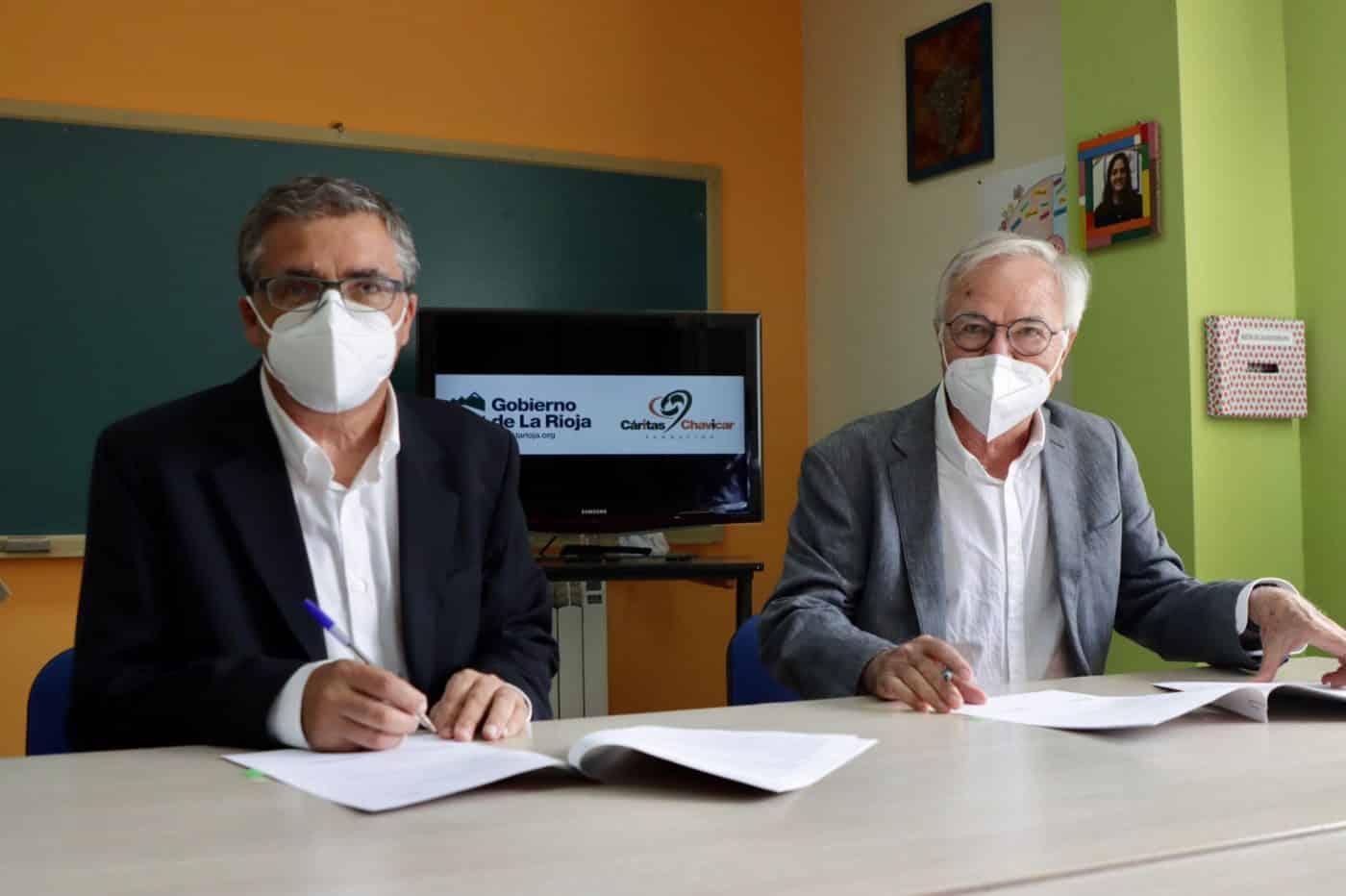 Gobierno riojano y Cáritas Chavicar firman en Santo Domingo un convenio para un programa de inclusión social 3