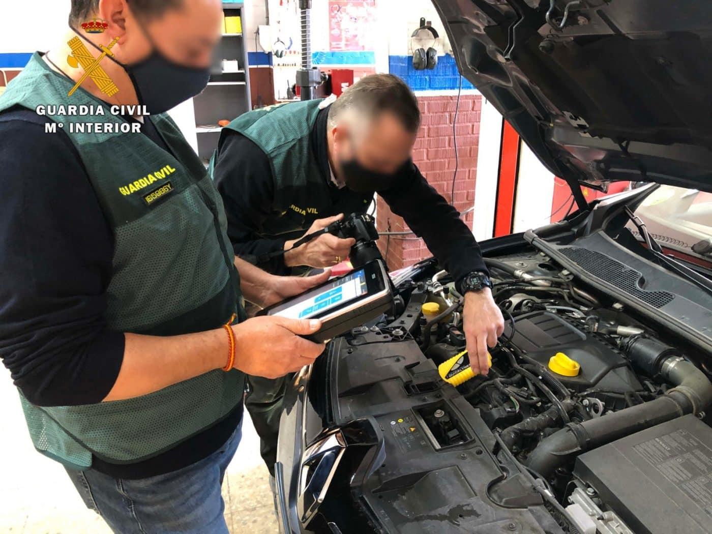 La Guardia Civil investiga a dos personas por vender 41 vehículos con el kilometraje manipulado 1