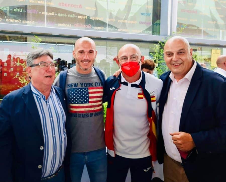 La selección de Luis de la Fuente, recibida con honores en la Ciudad del Fútbol 1